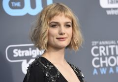 Alison Sudol arrives at the 23rd annual Critics' Choice Awards at the Barker Hangar on Thursday, Jan. 11, 2018, in Santa Monica, Calif.